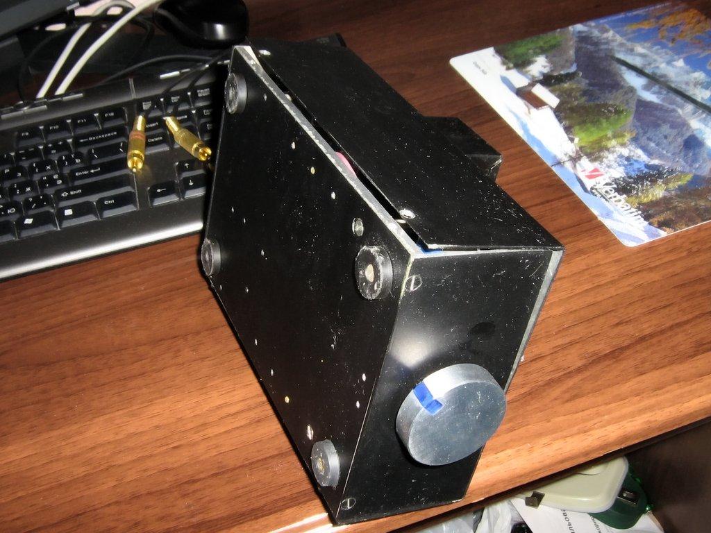 Для этого усилителя использовал схему на N-какальных полевых транзисторах из журнала радиохобби, Нижняя часть корпуса...